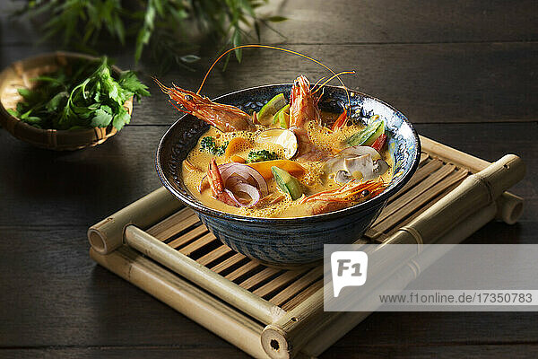 Tom Yam Gung (Suppe mit Garnelen  Thailand)