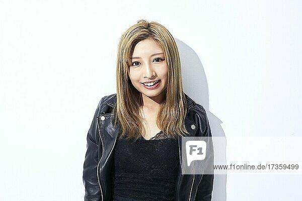 Junge japanische Frau Studio Porträt