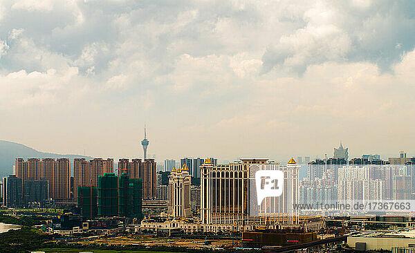 Blick auf das Galaxy Hotel mit Stadtbild in Macao