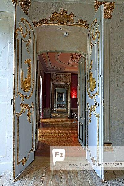 Blick durch Tür gesehen vom Spiegelsaal  Schloss Rheinsberg  Brandenburg  Deutschland  Europa Blick durch Tür gesehen vom Spiegelsaal, Schloss Rheinsberg, Brandenburg, Deutschland, Europa