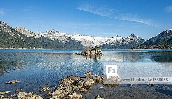 Garibaldi Lake  Berge spiegeln sich im türkisen Gletschersee  Guard Mountain und Deception Peak  hinten Gletscher  Garibaldi Provincial Park  British Columbia  Kanada  Nordamerika Garibaldi Lake, Berge spiegeln sich im türkisen Gletschersee, Guard Mountain und Deception Peak, hinten Gletscher, Garibaldi Provincial Park, British Columbia, Kanada, Nordamerika