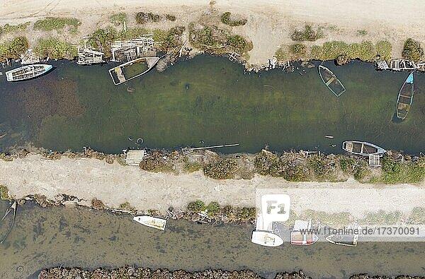 Bootsfriedhof  Luftaufnahme  Drohnenaufnahme  Naturschutzgebiet Ebro-Delta  Provinz Tarragona  Katalonien  Spanien  Europa Bootsfriedhof, Luftaufnahme, Drohnenaufnahme, Naturschutzgebiet Ebro-Delta, Provinz Tarragona, Katalonien, Spanien, Europa