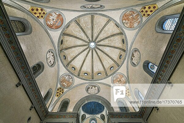 Room and dome of the Sagrestia Vecchia  Old Sacristy  architect Filippo Brunelleschi  Renaissance  Basilica di San Lorenzo  Florence  Tuscany  Italy  Europe