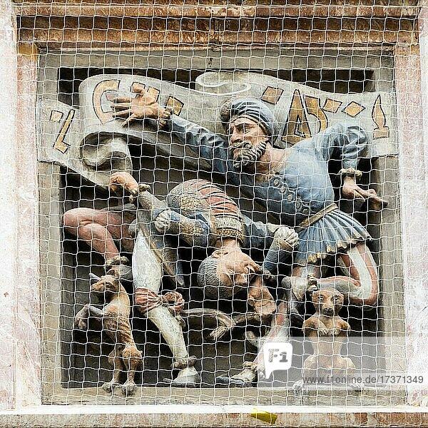 Moriskentänzer  Relief am Prunkerker Goldenes Dachl  Innsbruck  Tirol  Österreich  Europa Moriskentänzer, Relief am Prunkerker Goldenes Dachl, Innsbruck, Tirol, Österreich, Europa