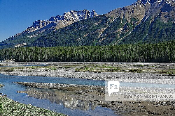High mountains reflected in the river  wild landscape  Banff National Park  Rocky Mountains  Alberta  Canada  North America