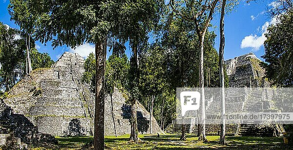 Plaza E of the North Acropolis with two temples of the Triadico  Yaxha  third largest ruined city of the Maya  Yaxha  Guatemala  Central America