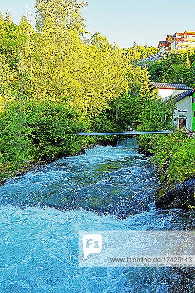Fluß  Talbach  Ortsansicht