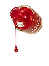 Drop von Nagellack aus Flasche