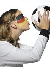 Frau,küssen,Close-up,Fahne,streichen,streicht,streichend,anstreichen,anstreichend,Kleidung,Kleid,Football,deutsch