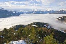 Panoramablick auf schneebedeckten Gebirgszug, Mt Watzmann, Hochkalter, Berchtesgadener Alpen, Berchtesgadener Land, Bayern, Deutschland