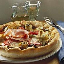 Pizza mit Artischocken und Mortadella