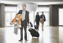Eingangshalle,Geschäftsmann,Tier,Koffer,belegt
