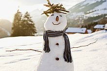 Schneemann in Winterlandschaft