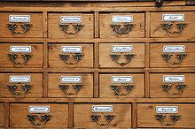 Historischer Apotheker-Schrank für Heilkräuter, Deutschland