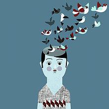 Mann mit Vogelschwarm über seinem Kopf