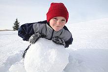 junge Handauflegen große Snow ball
