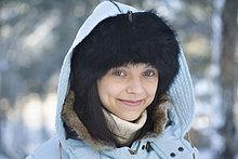 Headshot of young Woman in Winterkleidung