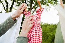 Frau,hängen,Wäscheleine,Wäsche