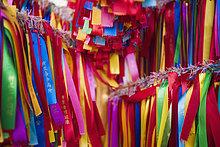 Detail der farbigen Gebet Bänder