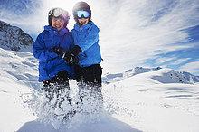 Zusammenhalt ,spielen ,Schnee