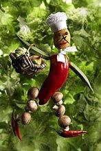 Gemüsefigur mit Kochmütze und Einkaufskorb