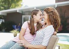 Außenaufnahme,berühren,Tochter,Mutter - Mensch,freie Natur