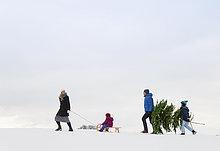 Familienwandern im Schnee