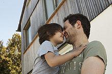 Außenaufnahme ,Menschlicher Vater ,Sohn ,freie Natur ,spielen