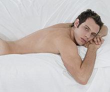 liegend, liegen, liegt, liegendes, liegender, liegende, daliegen ,Mann ,Bett ,nackt