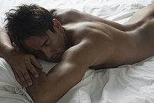 liegend, liegen, liegt, liegendes, liegender, liegende, daliegen ,Mann ,Hispanier ,Bett ,nackt