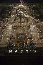 Kaufhaus MACY'S mit Weihnachtsbeleuchtung, New York, Vereinigte Staaten von Amerika, ÖffentlicherGrund