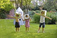 Helm ,Kleidung ,Rakete, Raumschiff ,Pappe ,selbstgemacht ,spielen ,Raumschiff