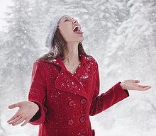 anprobieren ,Frau ,fangen ,Schnee