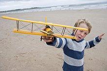 Strand ,Junge - Person ,Modell ,Motorflieger ,spielen