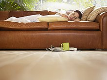 niedrig,junge Frau,junge Frauen,Couch,schlafen,Ansicht,Flachwinkelansicht,Winkel