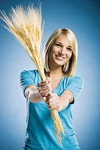 hoch, oben ,Frau ,halten ,Weizen