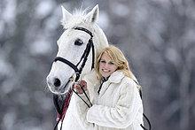 Reiterin mit ihrem Pferd, Oberpfalz, Bayern, Deutschland, Europa