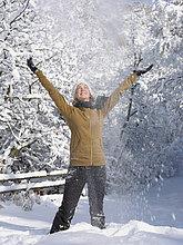 Vereinigte Staaten von Amerika, USA ,Frau ,werfen ,Himmel ,jung ,Colorado ,Schnee