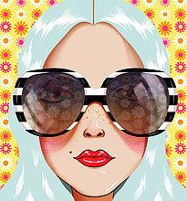 Junge Frau mit blauem Haar und Sonnenbrille