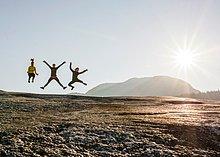 Felsbrocken ,springen ,wandern ,Mittelpunkt ,Himmel ,jung ,3 ,Squamish ,British Columbia ,Kanada