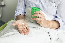 Patientin,Tasse,Krankenhaus,halten,Pille