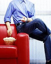Mann,Überprüfung,Popcorn