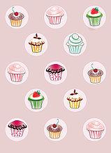 Muster aus Cupcakes vor pinkfarbenem Hintergrund