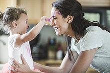 Küche,Tochter,Mutter - Mensch,spielen