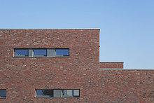 Deutschland, Köln Widdersdorf, Klinkerfassade Wohnhaus