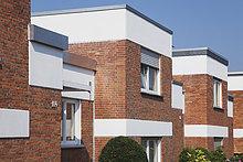 Deutschland, Köln Widdersdorf, Reihenhäuser mit Klinkerfassaden