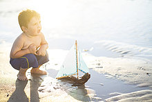 Wasser,Strand,Junge - Person,Spielzeug,spielen