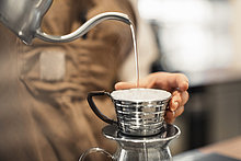 Anschnitt,Wasser,Fotografie,Tasse,eingießen,einschenken,Cafe,barista,Kaffee