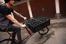 Mann,Fahrrad,Rad,Bier,bringen