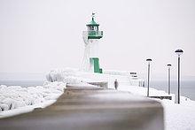 Deutschland, Mecklenburg-Vorpommern, Rügen, Sassnitz, Leuchtturm im Winter